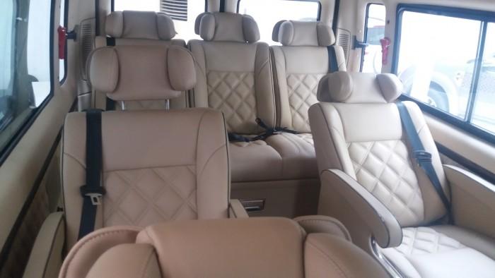 Giá Ford Transit Limousine. Phiên bản Trung cấp. Giá tốt nhất Gia Định Ford, trả góp lãi suất thấp 4