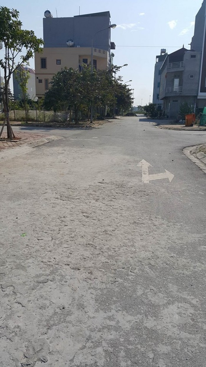 Bán đất tái định cư Trâu Qùy, DT 34.2 m2, MT 3 m, hướng ĐB, giá 31.5 triệu/m2.