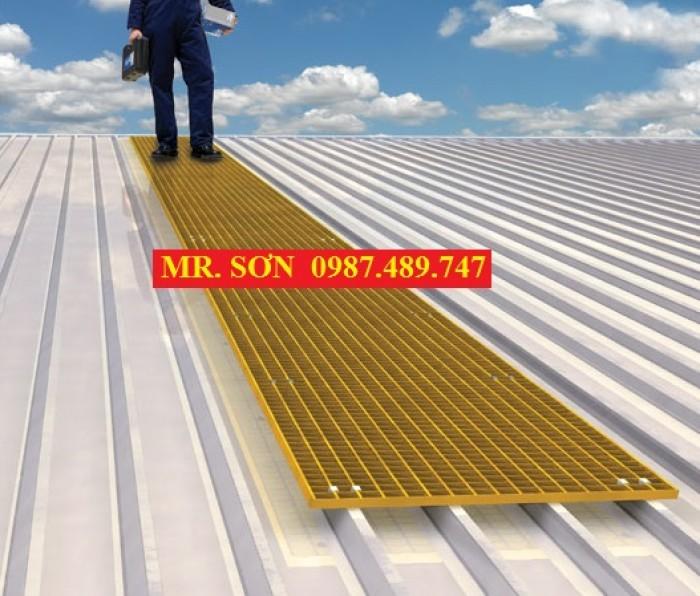 tấm sàn composite làm lối đi trên mái nhà10