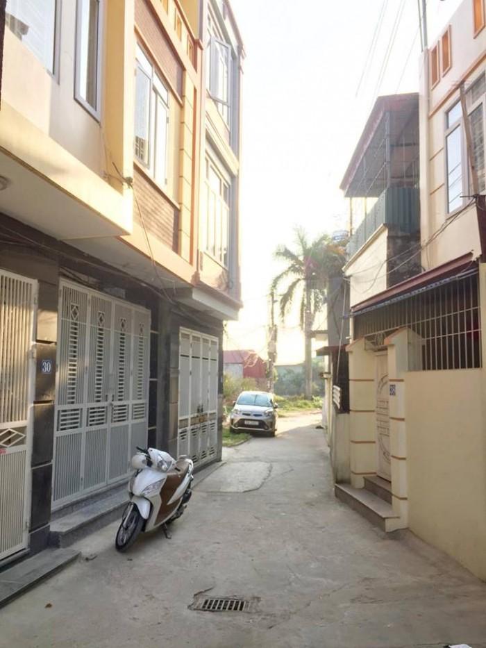 Nhà gia đình xây độc lập, 3 tầng, ôtô đỗ cửa, Tây Bắc, gần đường to Khúc Thừa Dụ. 1,2 tỷ