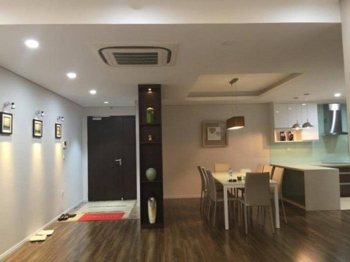 Cho thuê nhà MT đường Chi Lăng, gần Hùng Vương, 4T 440m2, kinh doanh tốt.