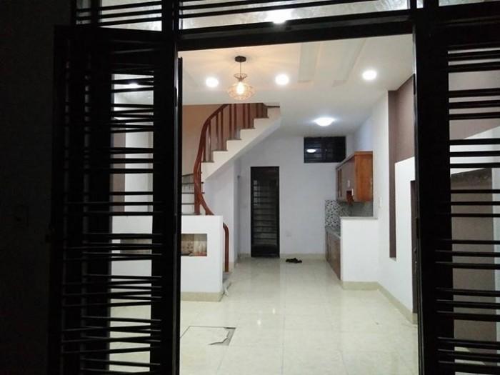Cho thuê nhà MT đường Triệu Nữ Vương, gần ngã 6, 4T kinh doanh tốt.