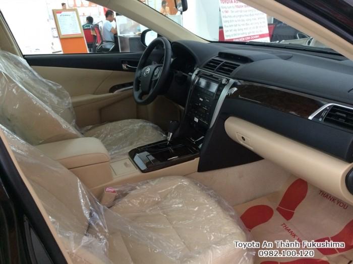 Khuyến Mãi Toyota Camry 2.0E 2017 Màu Đen, Mua Trả Góp Chỉ Cần 360Tr. Vay 8 năm. Giao Xe Ngay