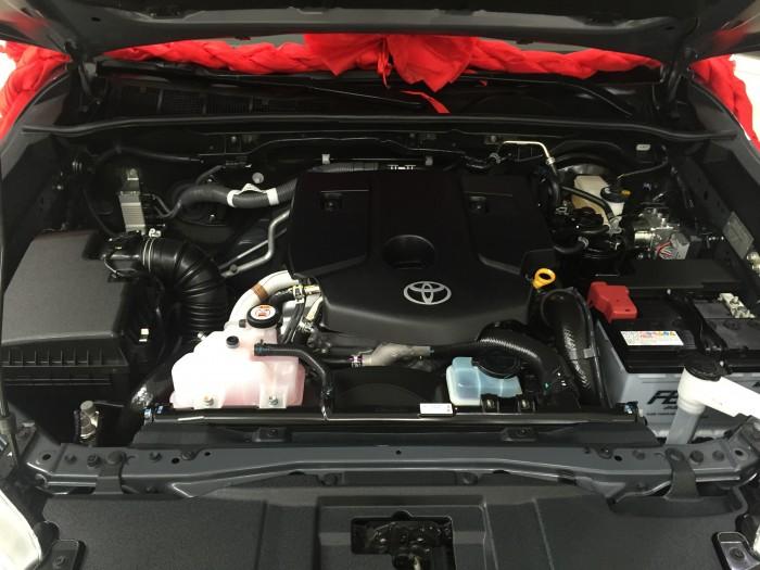 Salon Toyota Sài Gòn - Toyota Hilux các dòng, các phiên bản cùng các màu được nhập khẩu trực tiếp từ Thái Lan, gọi đến 0982 100 120 để được tư vấn mua xe Hilux chu đáo nhất
