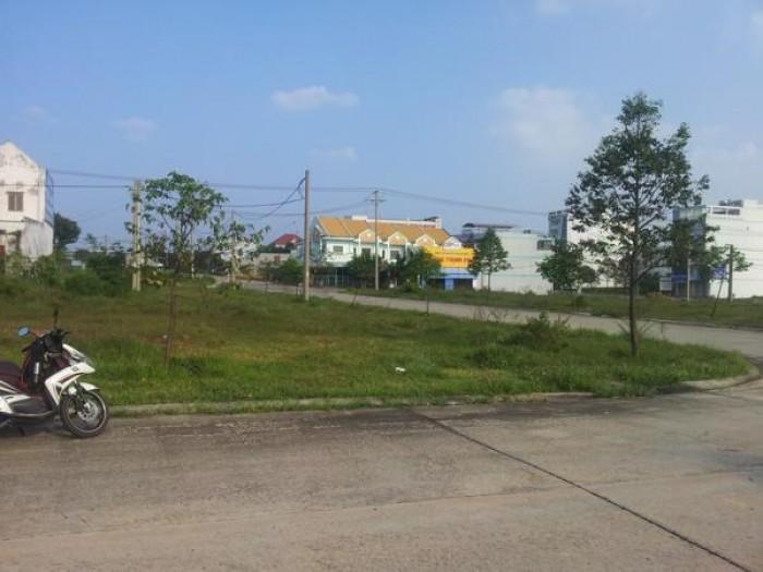 Cần bán gấp lô đất gần chợ Phú Phong, giá cực rẻ 260tr/100m2, sổ riêng, thổ cư 100%.