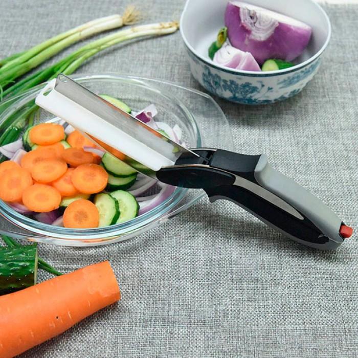 Kéo thông minh thay thế dao và thớt dùng cắt cà rốt, bổ khoai tây, cắt bánh mì, cắt thịt, cắt bơ, cắt lát hành tây, cắt ngô/bắp, cắt hành, cắt xả… và rất nhiều loại rau củ thực phẩm khác.Sản phẩm tiết kiệm tối đa thời gian cho công việc bếp núc. Cắt nhanh hơn, rửa nhanh hơn so với dùng dao thớt.