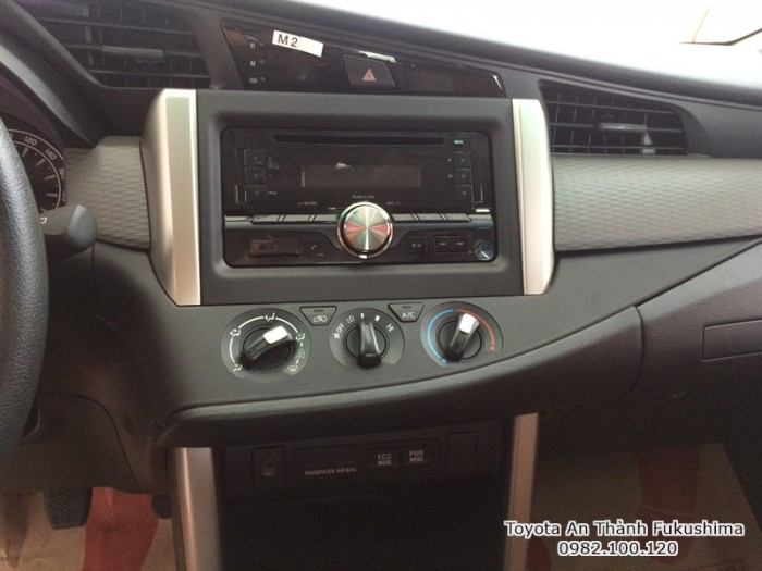 Khuyến Mãi Mua xe Toyota Innova E 2018 Số Sàn Màu Đồng Ánh Kim. Vay Trả Góp Chỉ 150Tr. Giao Xe Ngay