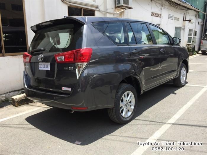 Toyota Innova 2017 số sàn màu xám mới đã có mặt tại Đại lý Toyota 100% vốn Nhật - Toyota An Thành Fukushima, gọi đến 0982 100 120 để đặt lịch xem xe, lái thử xe Innova