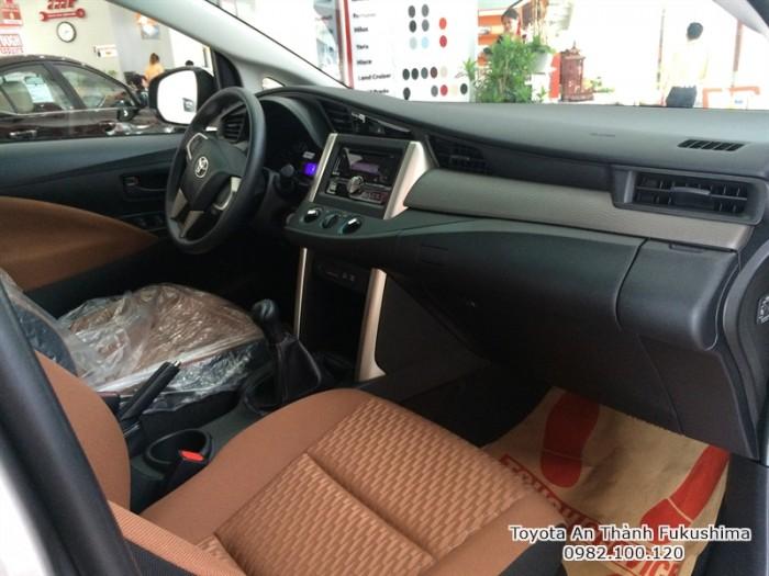 Khuyến Mãi Mua xe Toyota Innova E 2017 Số Sàn Màu Xám. Vay Trả Góp Chỉ 255Tr. Giao Xe Tháng 02