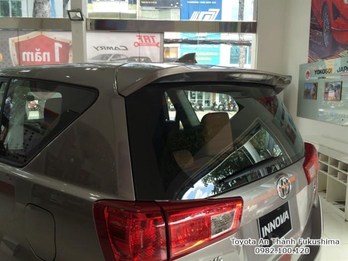 Toyota Innova 2017 số tự động màu đồng ánh kim mới đã có mặt tại Đại lý Toyota 100% vốn Nhật - Toyota An Thành Fukushima, gọi đến 0982 100 120 để đặt lịch xem xe, lái thử xe Innova