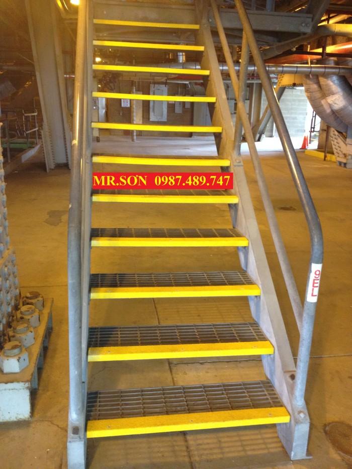 mua bậc thang chống trượt2