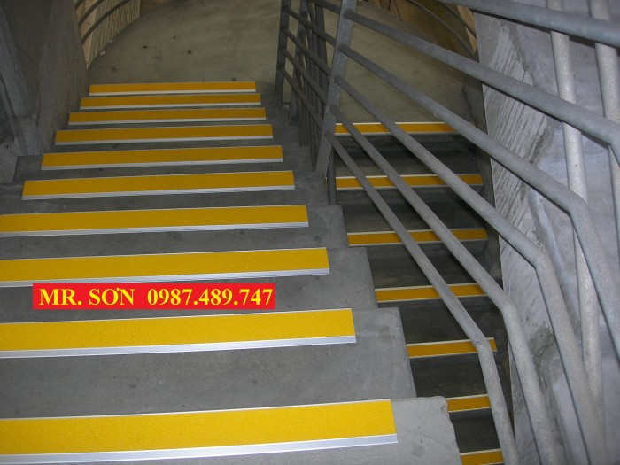 miến ốp gờ bậc thang trong nhà máy5