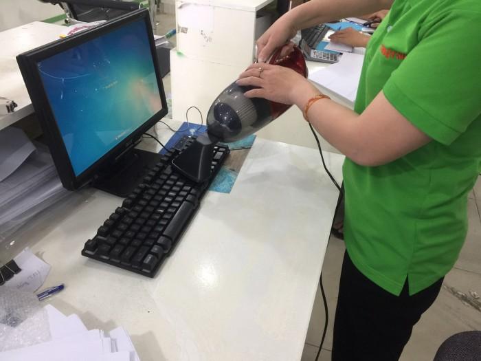 TÍNH NĂNG NỔI BẬT   Thiết kế hiện đại và tiện dụng Được thiết kế với công suất lớn 1000W, máy hút bụi cầm tay Vacuum Cleaner JK 8 có khả năng hút mạnh mẽ, giúp bạn làm sạch mọi vật một cách nhanh chóng và hiệu quả nhất. Ngoài ra, máy còn được thiết kế đặc biệt nên vừa có khả năng hút và thổi bụi với đầu hút sàn và khe đa năng nên có thể hút ở những nơi khó khăn nhất như khe tủ, khe máy tính, thảm, salon, ….2
