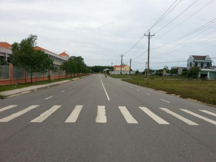Bán gấp 1.200m2 đất thổ cư gần KCN Viet- Sing, liền kề TP HCM, giá 280tr/nền