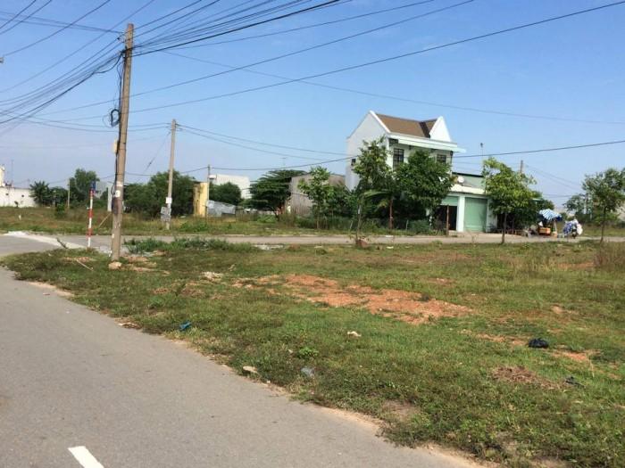 Cần tiền kinh doanh bán gấp 2 miếng đất 2,6tr/m2 chợ Tân Phươc Khánh, sổ hồng,sổ riêng.
