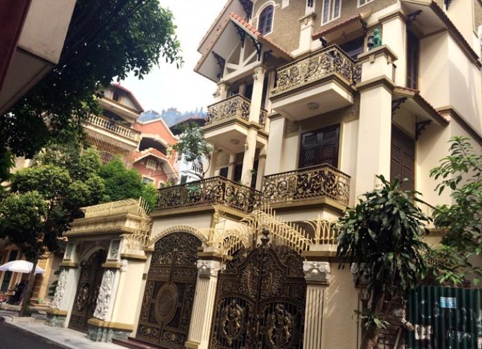 *Bán gấp nhà MT đường số 3- CX Đô Thành. Q3 DT:7x12m, nhà đẹp, nhiều cây xanh, thoáng mát,Giá 13.9 tỷ