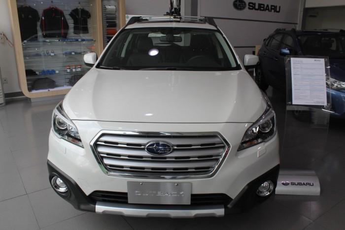 Đặt xe Subaru Sài Gòn máy xăng nhập khẩu. Giao sớm. Gọi ngay 0933 451 339 để đặt hàng mua Subaru Outback màu trắng đặc biệt này