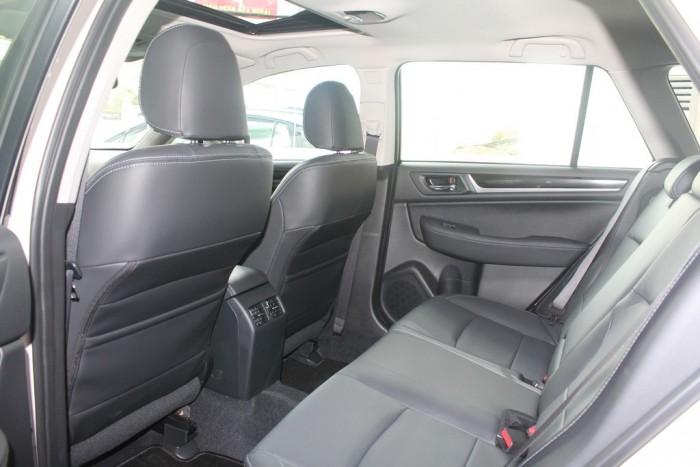 Subaru Outback sản xuất năm 2016 Số tự động Động cơ Xăng
