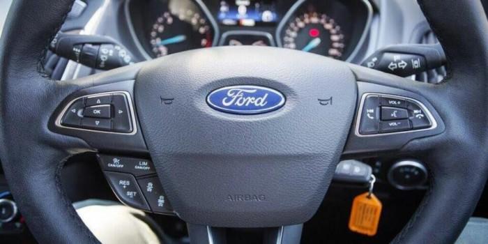 Ford Focus 2017 ở đây đến từ hệ thống thông tin giải trí Sync 3, hệ thống trứ danh đã xuất hiện trên nhiều dòng xe của Ford từ đời 2017, Sync 3 sẽ thay cho hành động, chỉ kết nối với máy bằng lời nói, giao diện điều khiển MyFord Touch. Sync 3 sẽ được trang bị màn hình rỏ ràng, menu sắp xếp hợp lý, các cổng USB lẫn sạc thông minh, và khả năng kết nối các ứng dụng. Chỉ cần lái xe ra lệnh, Ford Focus 2017 sẽ nghe lời