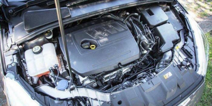 Ford Focus 2017 còn có thêm một phiên bản Focus SFE động cơ EcoBoost 1.0 lít công suất 123 mã lực, 148 lb-ft mô-men xoắn nữa. Mức tiêu hao nhiên liệu vào khoảng 7,8/5,6 lít khi đi 100 km đường thành phố / đường cao tốc.