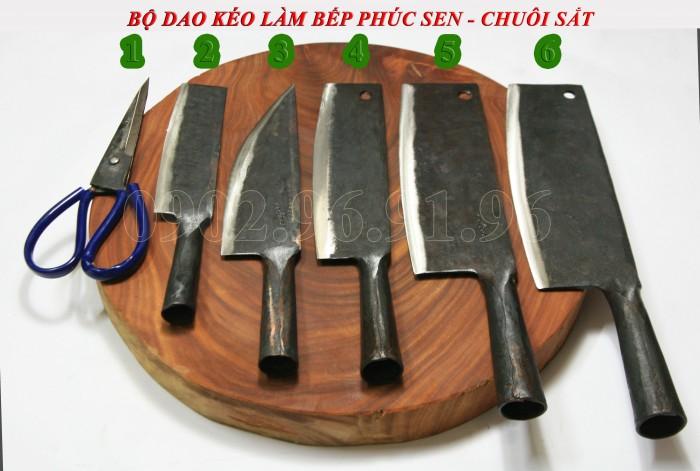 Bộ dao làm bếp chuôi gỗ tiện Phúc Sen - Cao Bằng gồm: KÉO CẮT, DAO GỌT CỦ QUẢ, DAO THÁI, DAO CHẶT GÀ VỊT, DAO CHẶT XƯƠNG. 100% được làm từ nhíp ô tô, bảo hành 12 tháng, đổi trả trong vòng 30 ngày nếu không hài lòng. Giá 1.075.000đ