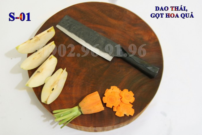 DAO GỌT RAU, CỦ, QUẢ PHÚC SEN - CAO BẰNG +Đặc điểm: mỏng, nhẹ, sắc, chuôi sắt liền + Công dụng: gọt, thái các loại rau , củ, quả... + Chất liệu: 100% thép nhíp ô tô + Chiều dài tổng thể : 25-30cm (lưỡi dao dài 15cm - 17cm, Chuôi dao dài 10-13cm) + Chiều rộng: 3-5cm. + Trọng lượng: 100-200g + bảo hành 12 tháng bằng hóa đơn mua hàng. đổi, trả trong vòng 30 ngày nếu không ưng ý về sản phẩm. Giá 120.000đ.