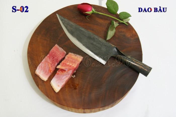 DAO BẦU PHÚC SEN - CAO BẰNG Đặc điểm: mỏng, nhẹ, bản rộng vừa phải, chuôi sắt liền + Công dụng: Chuyên thái, lọc thịt, cá. làm lòng gà, cá... hoặc khoét các góc cần độ sắc nhọn. + Chất liệu: 100% thép nhíp ô tô + Chiều dài tổng thể : 32- 37cm (lưỡi dao dài 18-21cm, Chuôi dao dài 12-15cm) + Chiều rộng: 5-7cm. + Trọng lượng: 200g - 300g + bảo hành 12 tháng bằng hóa đơn mua hàng. đổi, trả trong vòng 30 ngày nếu không ưng ý về sản phẩm. Giá 175.000đ