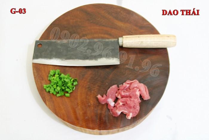 +Đặc điểm: mỏng, nhẹ, chuôi bằng gỗ tiện nên cầm rất êm tay.  + Công dụng: Chuyên thái các loại thịt, rau củ và các sản phẩm cần độ mỏng cao. + Chất liệu: 100% thép nhíp ô tô + Chiều dài tổng thể : 31-36cm (lưỡi dao dài 19cm - 21cm, Chuôi dao dài 12-15cm) DAO THÁI PHÚC SEN - CAO BẰNG + Chiều rộng lưỡi: 5-7cm. + Trọng lượng: 200-300g + bảo hành 12 tháng bằng hóa đơn mua hàng. đổi, trả trong vòng 30 ngày nếu không ưng ý về sản phẩm. Giá 185.000đ