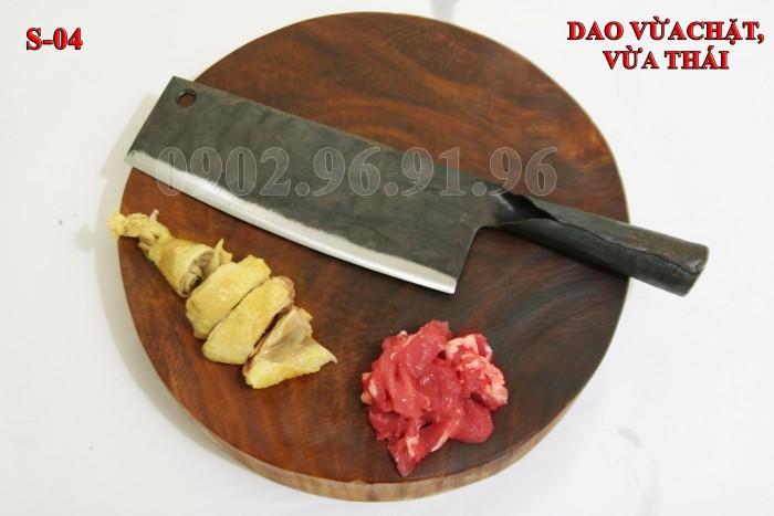 +Đặc điểm: có độ dầy và trọng lượng vừa phải, thích hợp cho việ chặt gà, vịt. đặc biệt hợp với chị em phụ nữ, chuôi bằng thép liền, rất chắc và bến với thời gian. + Công dụng: chặt các loại thịt gà, vịt + Chất liệu: 100% thép nhíp ô tô + Chiều dài tổng thể : 32- 37cm (lưỡi dao dài 20-22cm, Chuôi dao dài 12-15cm) + Chiều rộng: 7-9cm. DAO CHẶT GÀ PHÚC SEN - CAO BẰNG + Trọng lượng: 450g - 550g + bảo hành 12 tháng bằng hóa đơn mua hàng. đổi, trả trong vòng 30 ngày nếu không ưng ý về sản phẩm. Giá 185.000đ