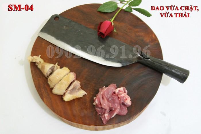 DAO PHAY PHÚC SEN - CAO BẰNG +Đặc điểm: có độ dầy và trọng lượng vừa phải, thích hợp cho việ chặt gà, vịt. đặc biệt hợp với chị em phụ nữ, chuôi bằng thép liền, rất chắc và bền với thời gian. + Công dụng: chặt các loại thịt gà, vịt + Chất liệu: 100% thép nhíp ô tô + Chiều dài tổng thể : 32- 37cm (lưỡi dao dài 20-22cm, Chuôi dao dài 12-15cm) + Chiều rộng: 7-9cm. + Trọng lượng: 450g - 550g + bảo hành 12 tháng bằng hóa đơn mua hàng. đổi, trả trong vòng 30 ngày nếu không ưng ý về sản phẩm. Giá 185.000đ