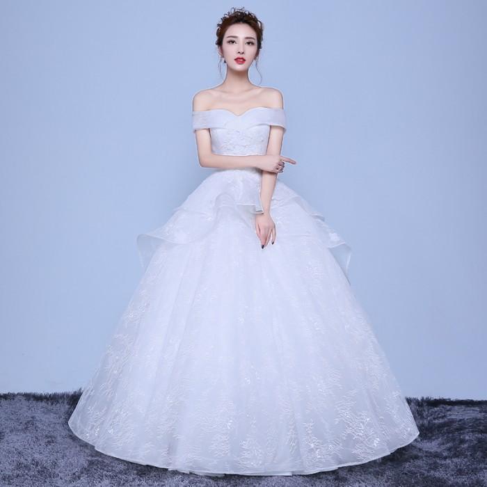 Váy trễ vai mang vẻ đẹp quyến rũ thướt tha