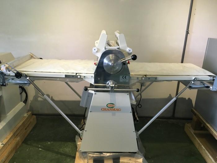 Máy cán bột 2 chiều - CM 520B - có chân đứng