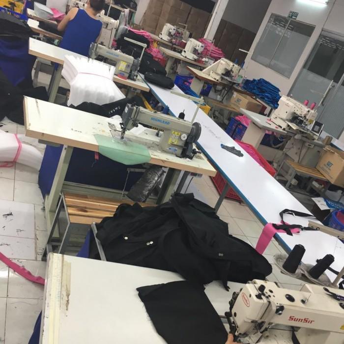 Với trang thiết bị máy may hiện đại, các máy may công nghiệp, máy cắt, máy làm rập nhanh,... Balo Túi Xách tự tin mang đến cho quý khách hàng một dịch vụ may gia công balo túi xách đẹp, chất lượng, giao hàng đúng hẹn