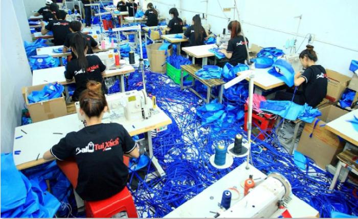 Balo Túi Xách chủ động trong phân xưởng may gia công cùng đội ngũ thợ may gia công balo túi xách lành nghề, chúng tôi mang đến cho bạn những mẫu balo túi xách sành điệu, thời trang và luôn đắt hàng