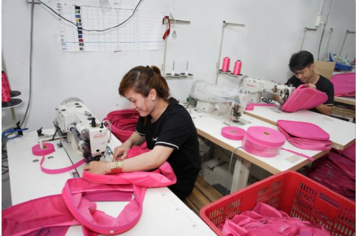 Phân xưởng may gia công balo cặp học sinh của Balo Túi Xách | Balo Túi Xách - Công ty may gia công balo túi xách tại TPHCM với nhiều xưởng may gia công tại các tỉnh, đáp ứng nhu cầu may số lượng lớn balo túi xách, may đơn hàng balo túi xách nhanh