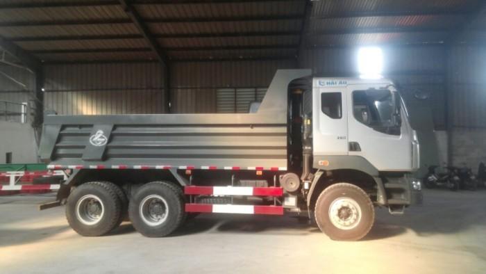Xe tải 3 chân Chenglong