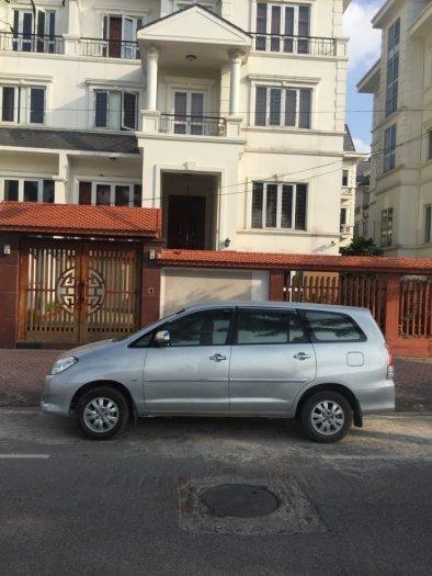 Tôi cần bán chiếc xe oto toyota inova G xịn nguyên bản đời 2009 xe màu bạc