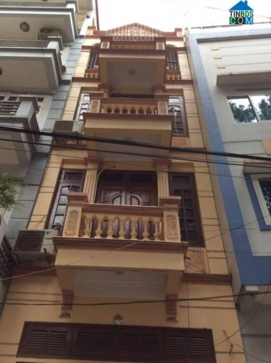 Nhà mặt phố Nguyễn Đình Hoàn.DT:40mx5T.Giá:16tr