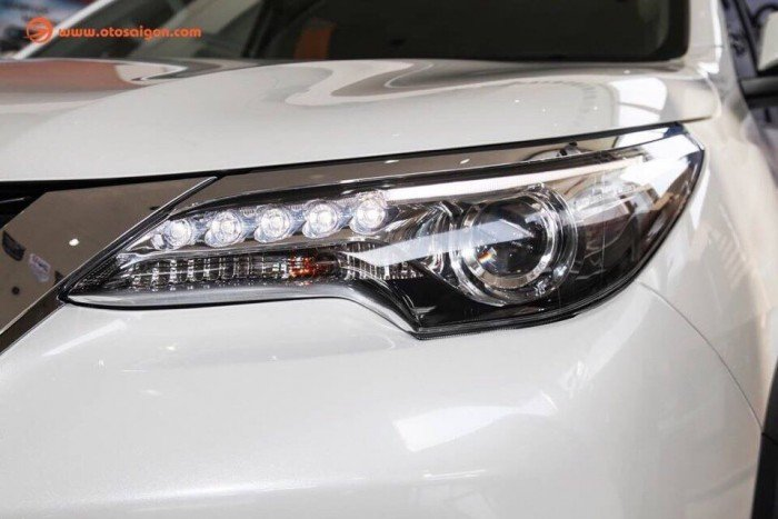 Fortuner 2.4g màu trắng giao ngay