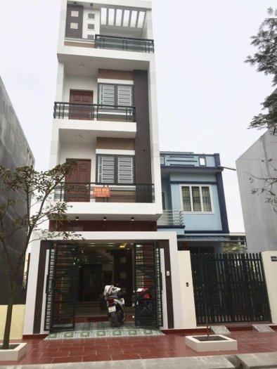 Nhà 3,5 tầng, độc lập, 80m2, đường phụ Nguyễn Văn Linh rộng 12m, ôtô vào nhà