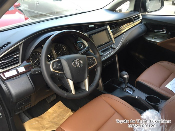 Khuyến Mãi Toyota Innova 2018 Số Sàn Màu Xám Mới. Mua Trả Góp chỉ cần 140tr.