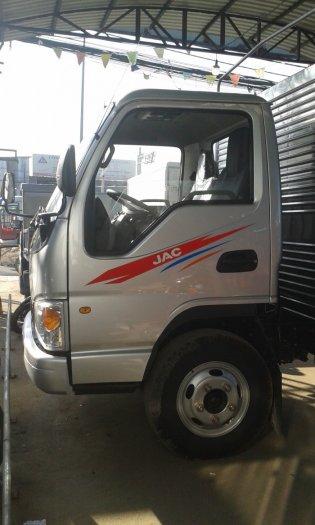 Xe tải JAC 2.4 tấn vào thành phố thùng dài 3m7