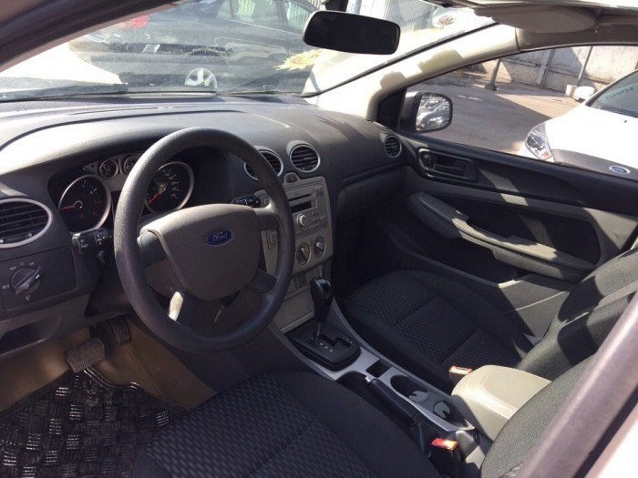 Ford focus at 5d 2011 ghi xám xe đẹp cần tìm chủ(giá hợp lý)