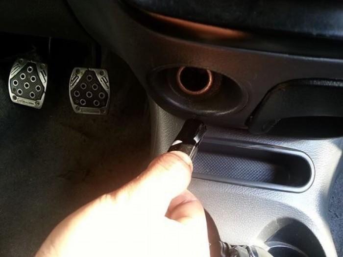 Rất thuận tiện trong việc sửa chữa lốp xe mà không mất nhiều thời gian như cách thông thường. Mạnh mẽ trong mọi trường hợp. Lý tưởng cho hầu hết các xe, có thể sử dụng cho xe từ 4 - 16 chỗ và garage sữa chữa thay mâm lốp vỏ xe ô tô…