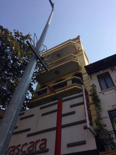 Bán nhà mặt phố Hoàng Cầu diện tích 61m2 x 5 tầng, mt 4.3m giá 19 tỷ.