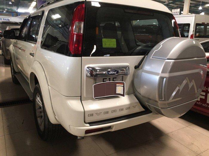 Ford Everest 2015 số sàn màu trắng 2