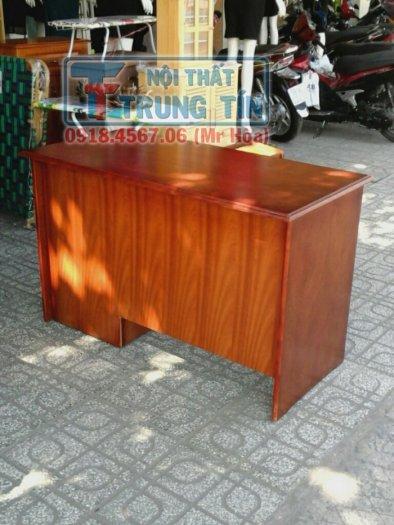 Bàn làm việc gỗ cây cao cấp 1m2 có hộc kéo màu nâu1