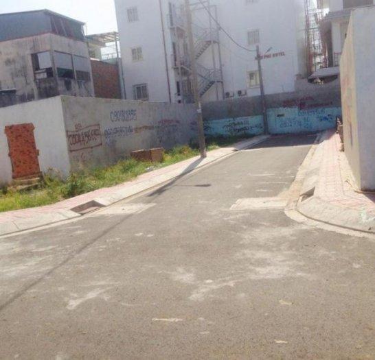 Còn hai lô bên đường 32, Linh Đông Thủ Đức , cách Phạm Văn Đồng 100m,có sổ hồng riêng chính chủ.