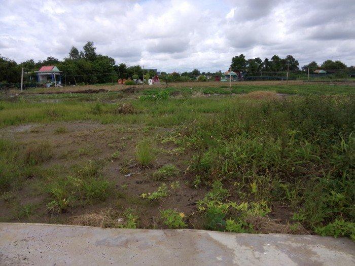 Cần bán đất mặt tiền bình chánh.MT đường Hoc Huu giá 1 tr/m2 sổ hồng chính chủ