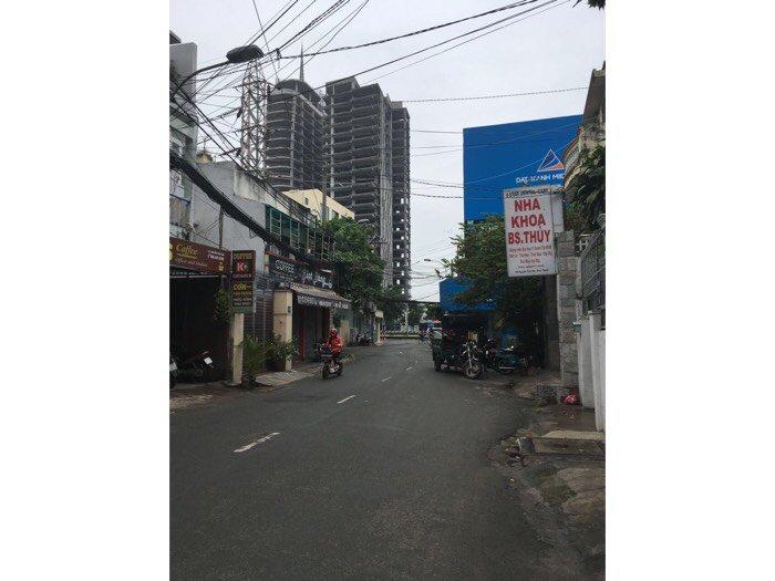 Cần bán nhà gấp,  Nhà nằm ngay góc Nguyễn Cửu Vân và Điện Biên Phủ, có hẻm sau thích hợp xây hầm - garage, kinh doanh thu lời ngay, buôn bán sầm uất.
